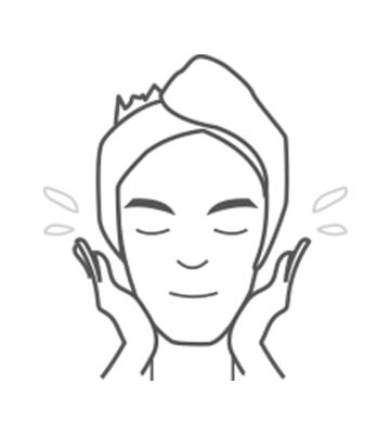 加入適量水於掌心中輕輕搓出泡沫、一邊輕柔按摩臉部肌膚後以清水洗淨。