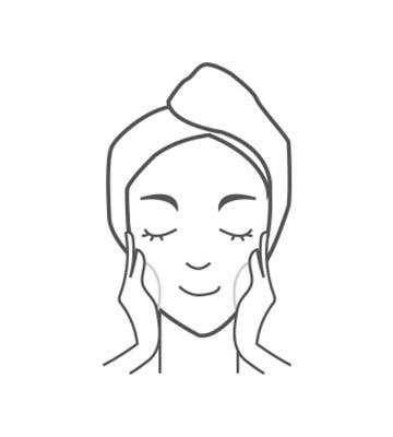 擦上防曬產品或妝前打底產品。