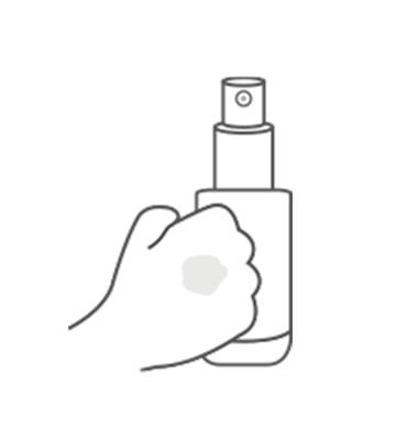 擠出適量水透光無瑕粉底液。