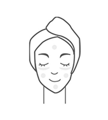 將粉底液點在額頭、兩頰、下巴等重點部位後,均勻塗抹於臉部肌膚。