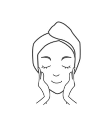 取適量超級莓果C角質淨化霜輕輕以畫圓方式按摩臉部肌膚,溫和除去臉部老廢角質。