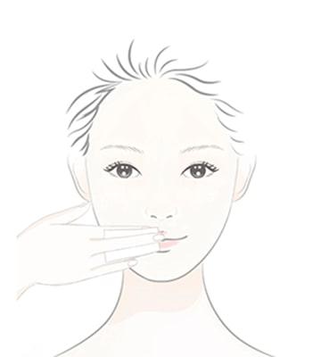 採單一方向,用化妝棉片輕輕卸除彩妝及髒污。
