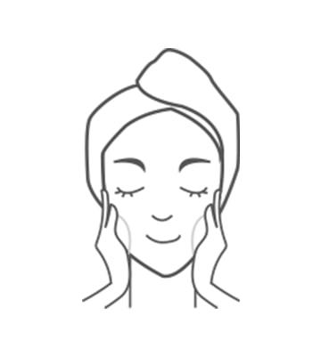 以潔面乳泡泡溫和按摩潔淨臉部肌膚。